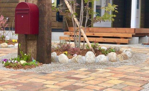 新築のお庭